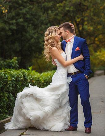outdoor-wedding-couple