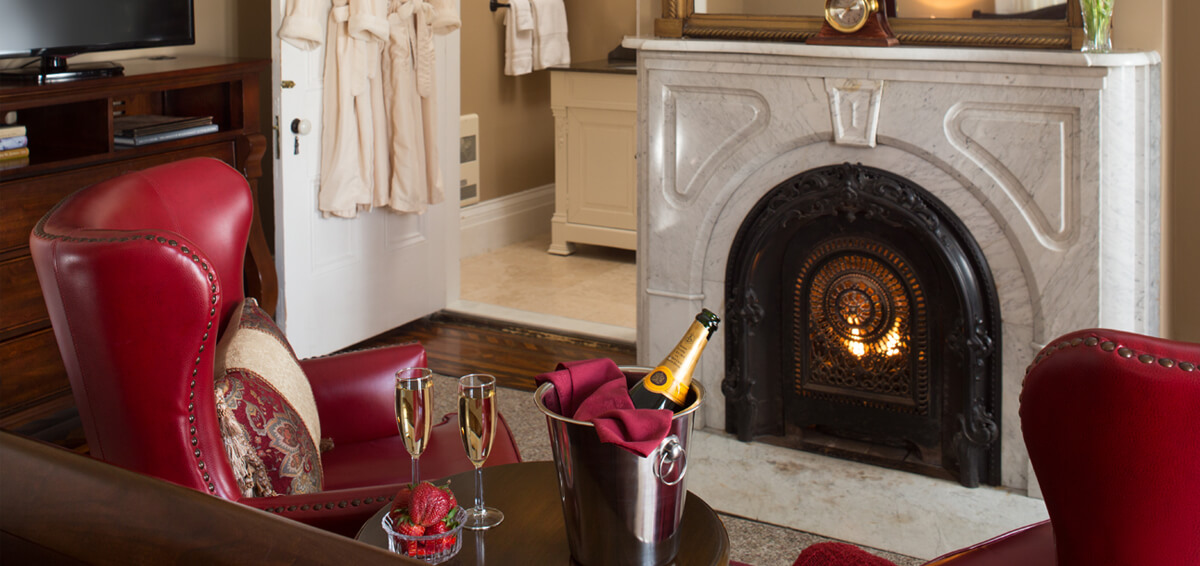 Cozy Room with Fireplace and Champagne
