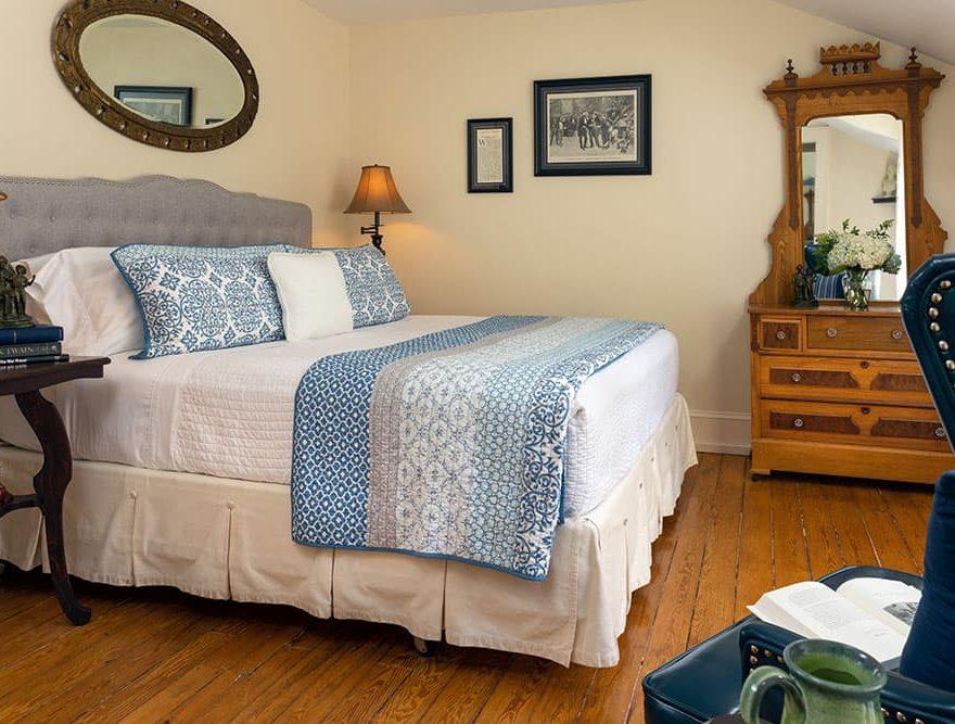 Bedroom in the Twain room