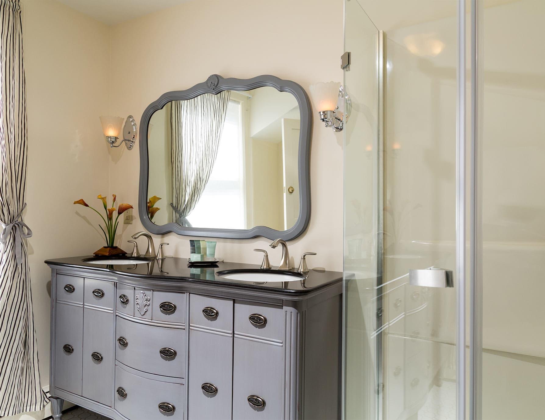 Bathroom in Twain Room