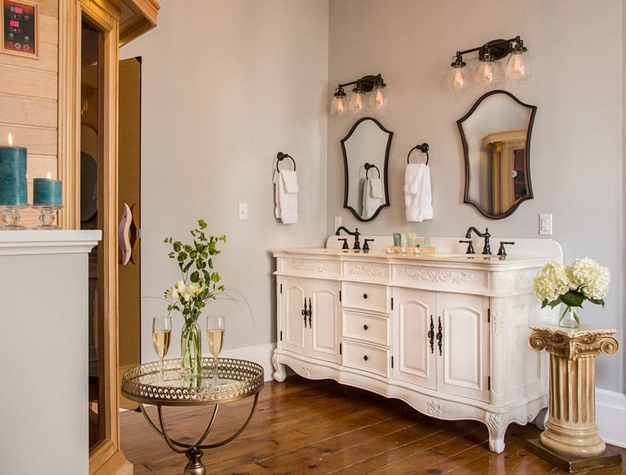 Spa Bathroom in Summer's Suite
